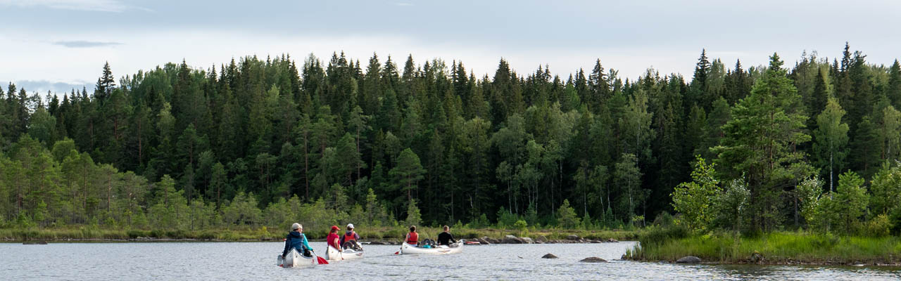 Maak in de zomer een prachtige kanoreis in Zweden en Noorwegen over rivieren en meren (Bas Wetter)
